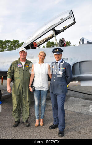 Major Martin 'Tintin' Tesli and wife, with his newly acquired Canadair CT-133 Silver Star, with USAF pilot Richard Hess. Royal Norwegian Air Force - Stock Image