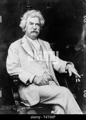 Mark Twain (1835-1910), portrait photograph by A.F. Bradley, 1907 - Stock Image