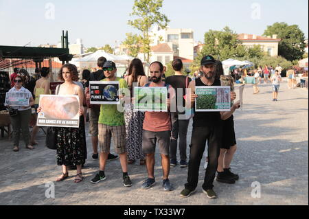 Animal rights activists demonstrate in Athens to inform people about climate change and the Vegan way of Life. (Photo by George Panagakis/Pacific Press) - Stock Image