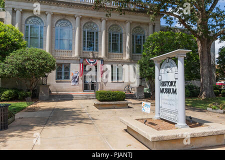Newton, NC, USA-9/2/18:  The old Catawba County Courthouse, built in 1924, now functions as a history museum. - Stock Image