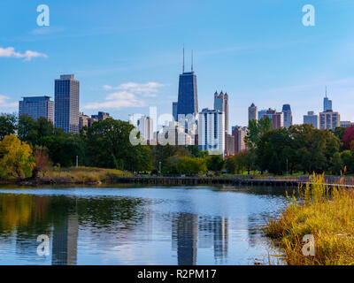 Lincoln Park Nature Area and downtown Chicago skyline. - Stock Image