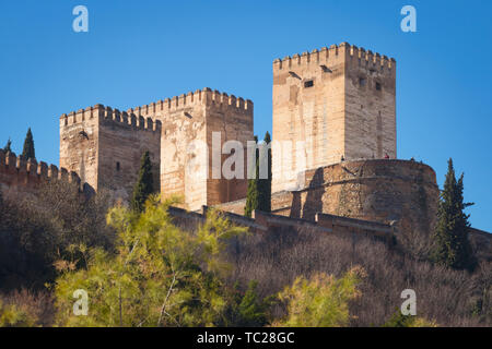 Looking up from the Darro to the Alcazaba, or Citadel of the Alhambra, Granada, Granada Province, Andalusia, southern Spain.  The Alhambra, Generalife - Stock Image