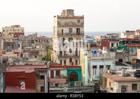 Cuba, Havana. Building overviews and ocean. Credit as: Wendy Kaveney / Jaynes Gallery / DanitaDelimont.com - Stock Image