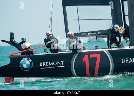 Portsmouth, UK. 25th July 2015. Oracle Team USA crew in action as they approach a windward mark during race two - Stock Image