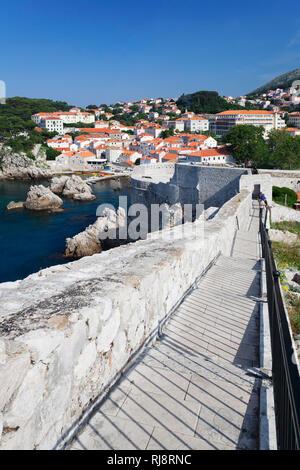 Blick von der Stadtmauer auf Dubrovnik, Dalmatien, Kroatien - Stock Image