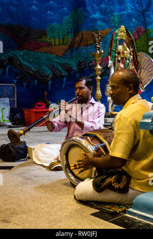 Batu Caves, Musicians Playing a Thavil (South Indian Drum) and Nadaswaram (Indian wind instrument), Selangor, Malaysia. - Stock Image
