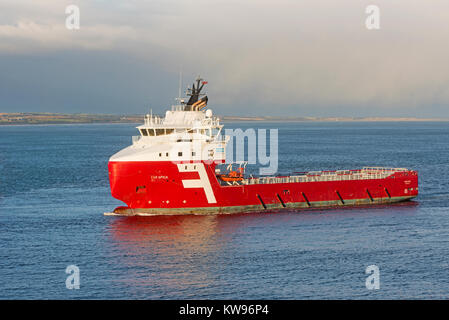 FAR SPICA UK Offshore Supply Vessel approaching Scottish the Oil capital city of Aberdeen from a trip into the North - Stock Image