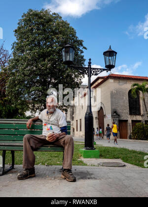 Cuban male sits down to a meagre lunch in the streets of central Havana, capital of Cuba - Stock Image