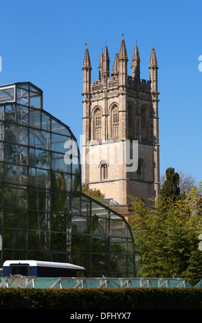 Oxford Botanical Gardens Greenhouses and Magdalen College in Background, Oxford University, Oxford, Oxfordshire, UK - Stock Image