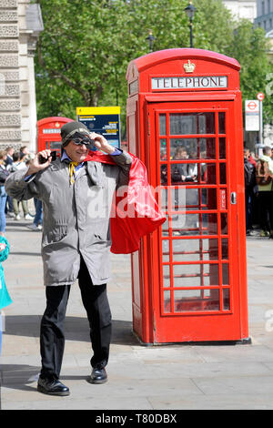 London, UK, 9 May 2019 Kevin Maguire, political journalist, filming in Whitehall Credit: JOHNNY ARMSTEAD/Alamy Live News - Stock Image