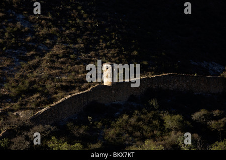 The remains of Spanish fortress wall in an abandoned mine in Mineral de Pozos, Mexico. - Stock Image