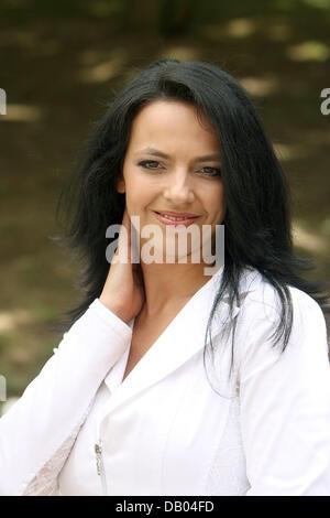 Austrian crooner Petra Frey is pictured in the ZDF TV-garden in Mainz, Germany, 03 June 2007. Photo: Erwin Elsner - Stock Image