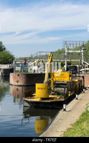 BERKY river Cam dredger at baits Bite lock Milton 2019 - Stock Image