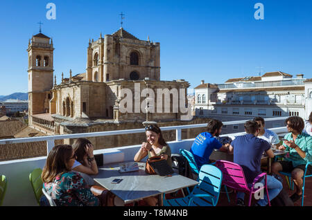 Granada, Andalusia, Spain : Young people relaxing at the rooftop bar of Los Jeronimos hotel opposite the Renaissance Real Monasterio de San Jerónimo b - Stock Image