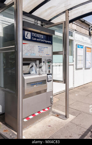 South West Trains ticket machine on station platform - Stock Image