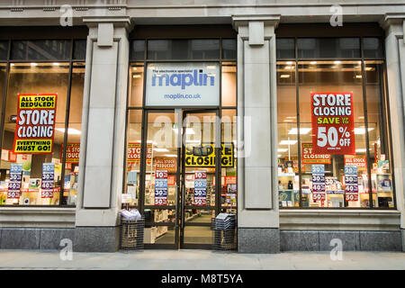 LONDON, UK -19th Mar 2018: Maplin store on Eldon Street, offer heavy discounts to customers before closing down. - Stock Image