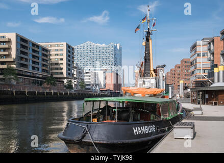 View along Sandtorhafen harbour, with its mix of modern architecture and mooring for historical ships, Hafencity, Hamburg, Germany. - Stock Image