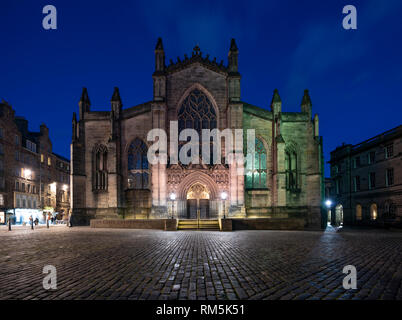 Night view of St Giles Cathedral on the Royal Mile in Edinburgh Old Town, Scotland, UK - Stock Image