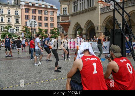 Krakow, Poland. 15th July 2018. Young people get to try basketball in the Main Square in central Krakow. Credit: Thomas Faull/Alamy Live News Credit: Thomas Faull/Alamy Live News - Stock Image