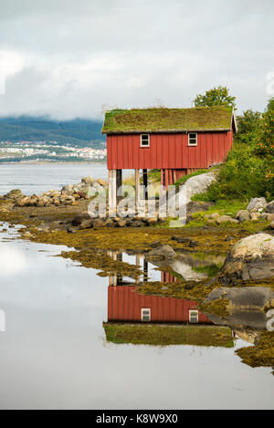 Rural house in the Lofoten islands, Norway, Europe. - Stock Image