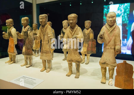 Liverpool William Brown Street World Museum China's First Emperor & The Terracotta Warriors Exhibition group small soldiers infantrymen Han dynasty - Stock Image