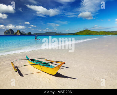 Landscape with beautiful tropical beach and blue sky - Stock Image