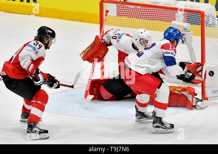 Bratislava, Slovakia. 19th May, 2019. L-R Alexander Cijan and goaltender Lukas Herzog (both AUT) and Dominik Simon (CZE) in action during the match between Austria and Czech Republic within the 2019 IIHF World Championship in Bratislava, Slovakia, on May 19, 2019. Credit: Vit Simanek/CTK Photo/Alamy Live News - Stock Image