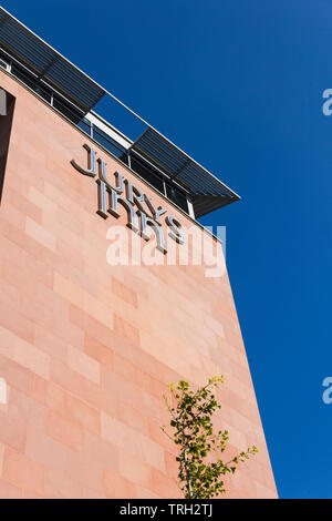Jurys Inn hotel on Kings Waterfront, Liverpool, adjacent to the M&S Bank Arena and Albert Dock. - Stock Image