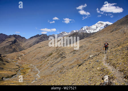 Trekking across the Cordillera Real mountain range, Bolivia - Stock Image