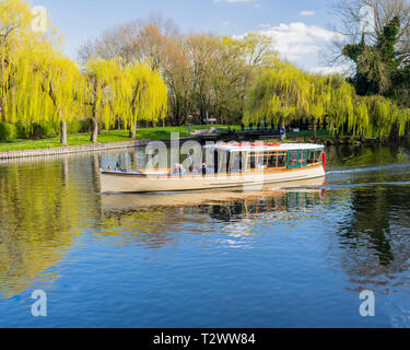 River cruise boat with tourists at Stratford upon Avon and with the lock behind. - Stock Image