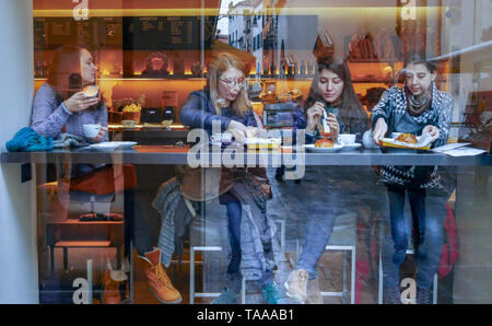 Venecia, Italy, 5 March 2018. A stained-glass window of a bar where four girls have breakfast. - Stock Image
