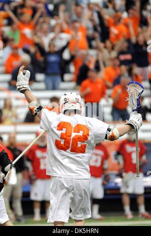 May 7, 2011 - Syracuse, New York, U.S - Syracuse Orange midfielder Tim Harder (32) celebrates the first quarter - Stock Image