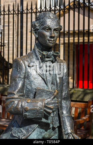 Statue of the poet Robert Fergusson, by David Annand (unveiled 2004), Canongate, Edinburgh, Scotland, UK - Stock Image