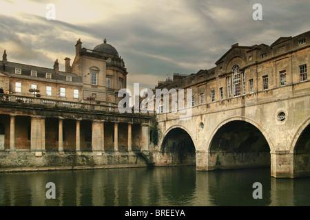 Pulteney Bridge on the River Avon, Bath, England, UK - Stock Image