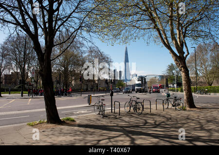 The Shard, the tallest building in the UK photographed from Tower Hill, London England. - Stock Image