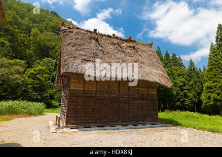 Storage shed of Takeda Seijiro House (circa 19th c.) in Ogimachi gassho style village. UNESCO site - Stock Image