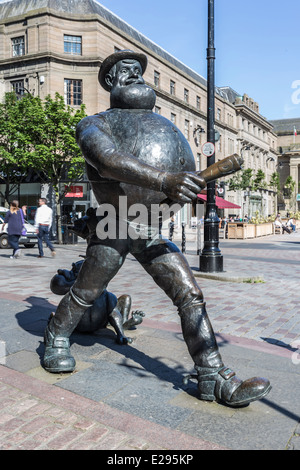 Desperate Dan from the Dandy Comic Bronze Statue in Dundee - Stock Image
