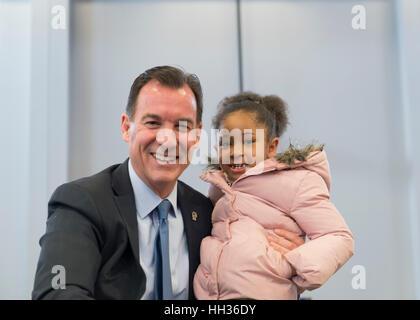 New York, USA. 15th Jan, 2017. Rep. Thomas Suozzi (Democrat - 3rd Congressional District) and Sanaa Smith, 5, of - Stock Image