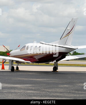 Private propeller airplane rear view - Stock Image
