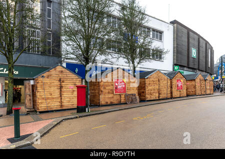 Bournemouth, UK. 23rd December 2018. Shoppers are in town at a Christmas village for last minute Christmas gift buying in Bournemouth. Credit: Thomas Faull/Alamy Live News - Stock Image