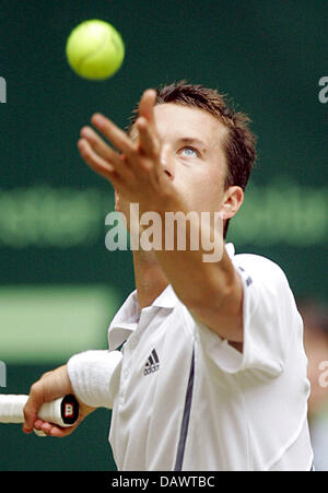 German tennis pro Philipp Kohlschreiber serves a ball during his quarter-finals match against seeded US James Blake - Stock Image