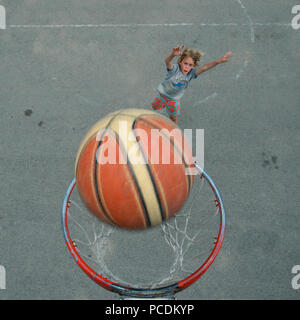 boy,drop,basketball - Stock Image