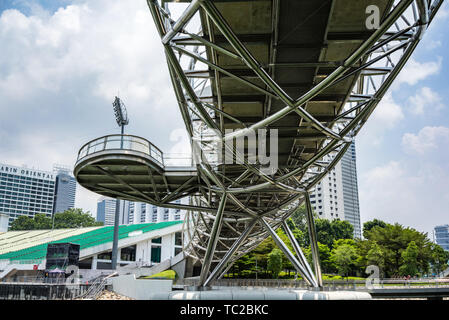 The Helix Bridge in Marina Bay in Singapore - Stock Image