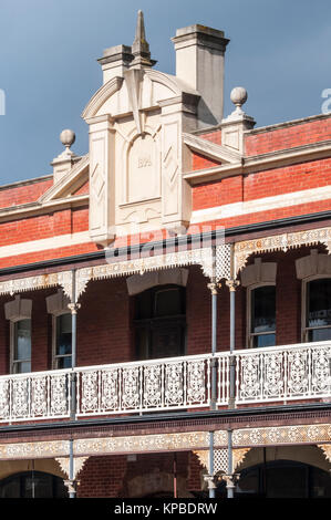 Colonial-era Victorian buildings in Vincent Street, Daylesford, in the Central Highlands of  Victoria, Australia - Stock Image