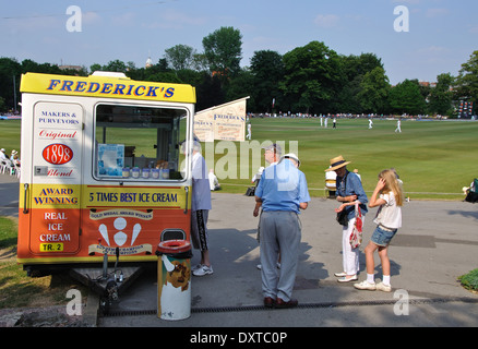 Frederick's ice cream kiosk, Queens Park, Chesterfield, Derbyshire, England, UK - Stock Image