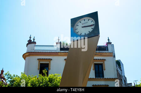 The clock at the south end of Alameda de Hercules displays siesta time on a warm day in Seville, Spain - Stock Image