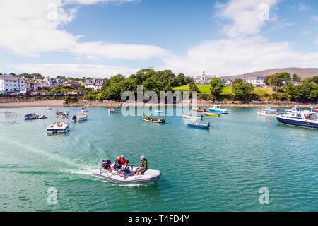 Schull, County Cork, Republic of Ireland.  Eire.  The harbour with the town and St. Mary's church in the background. - Stock Image