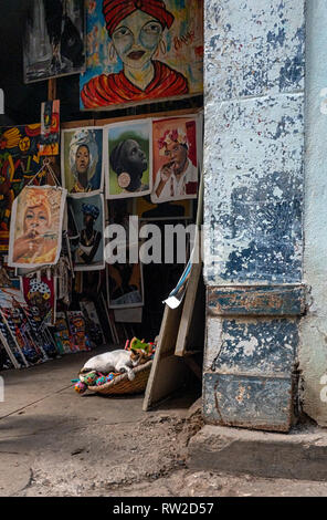 Siesta: stray cat asleep in the centre of Havana, capital of Cuba - Stock Image