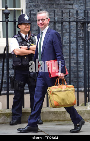 Environment Secretary Michael Gove arrives for a cabinet meeting at 10 Downing Street, London. - Stock Image