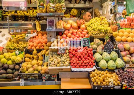 MALAGA, ANDALUSIA / SPAIN - OCTOBER 05 2017: FARM MARKET - Stock Image